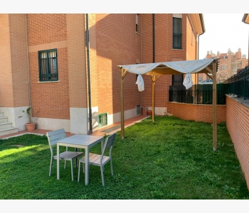 Ampio appartamento bilivello con giardino