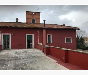 Appartamenti in Via Tiziano n. 18 Castel Gandolfo.